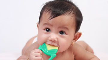 Do baby teeth need to be flossed?